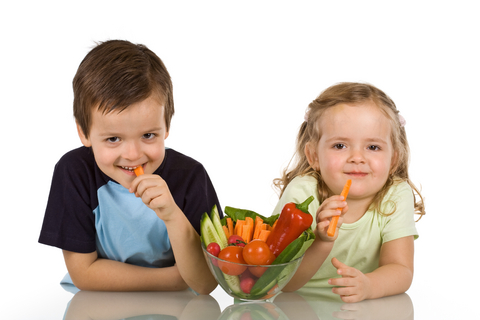 kids eating raw veggies